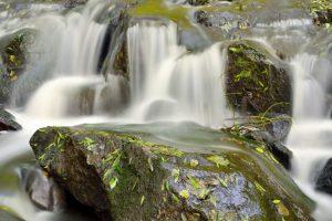 انواع آبنمای سنگی در دل طبیعت
