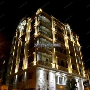 نما ساختمان دو نبش رومی و نور پردازی در شب