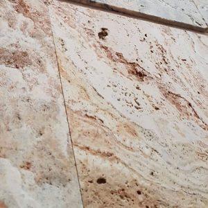 تخلخل سنگ تراورتن در نمای ساختمان