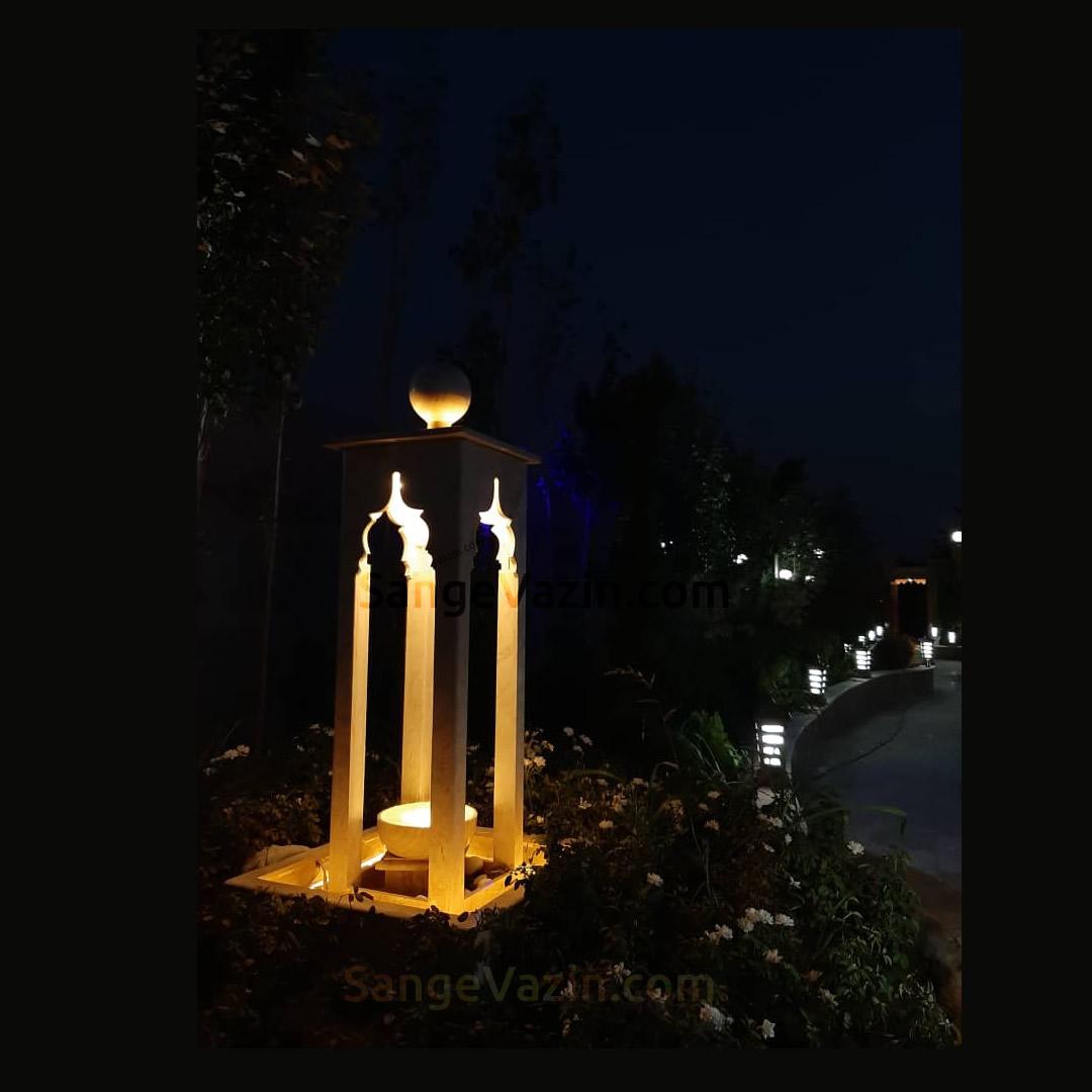 آبنمای مراکشی در شب