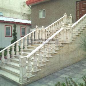صراحی پلکان بزرگ در حیاط