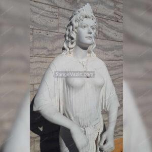 مجسمه زن سنگی