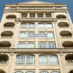 سنگ نما تراورتن حاجی آباد در نمای ساختمان رمی کلاسیک