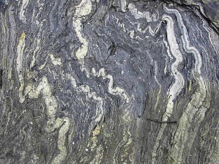 ویژگی سنگ آذرین