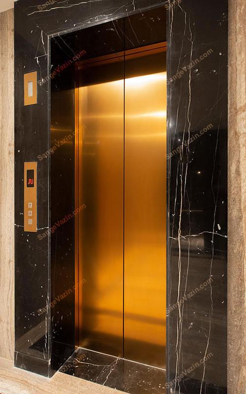 سنگ مرمریت در قاب آسانسور