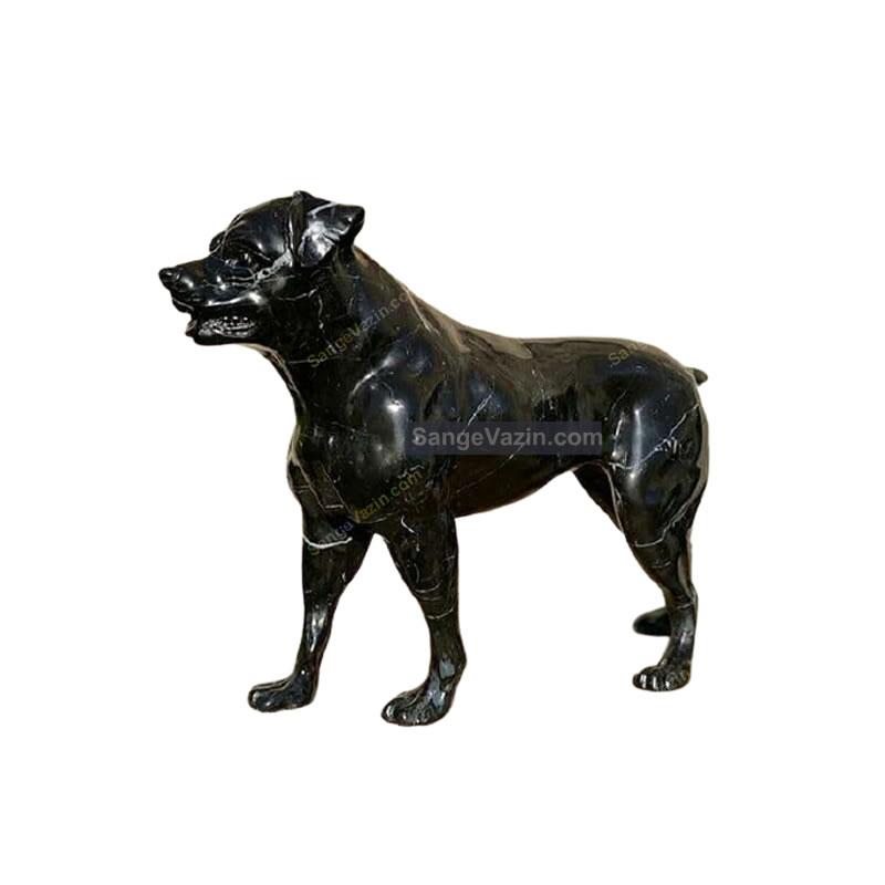 مجسمه سنگی سگ سیاه