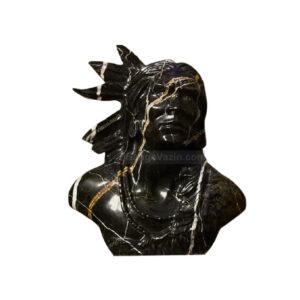 مجسمه سنگی سرخپوست