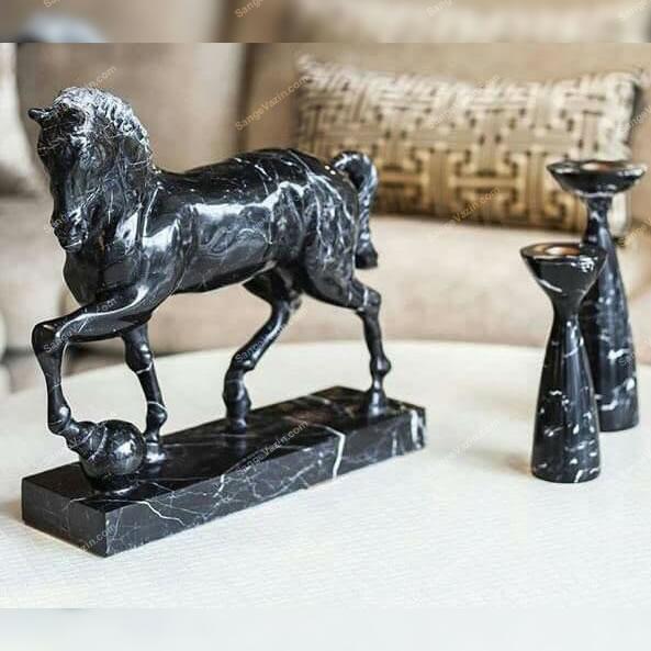 مجسمه پیکره اسب
