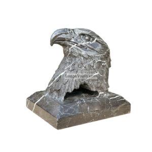 مجسمه سنگی عقاب