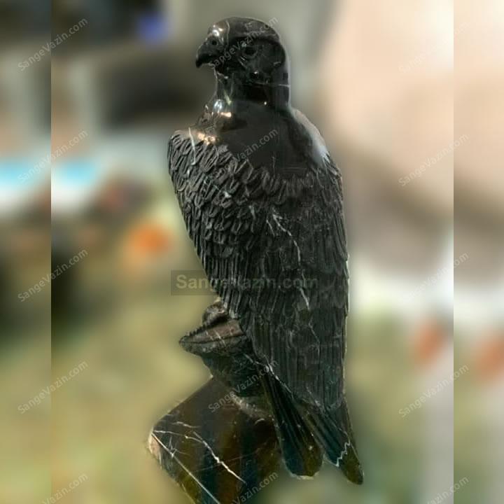 مجسمه شاهین سیاه