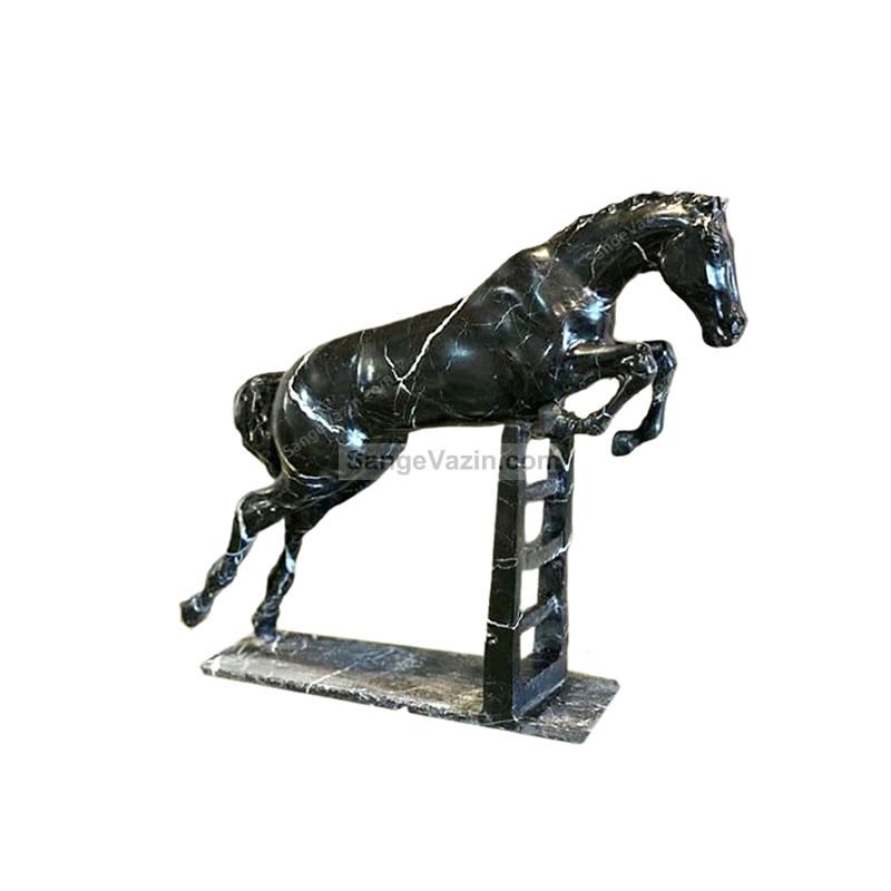 مجسمه سنگی پرش اسب