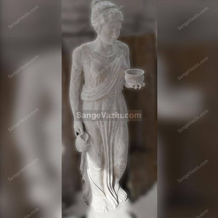 پیکره سنگی زن رومی