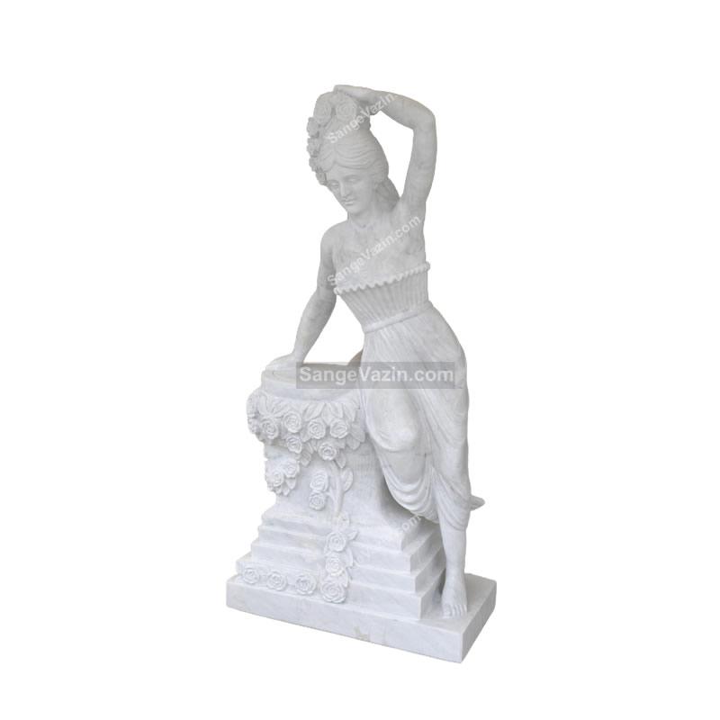 مجسمه زن گلدان به سر