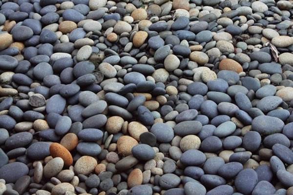 قلوه سنگ رودخانه سیاه